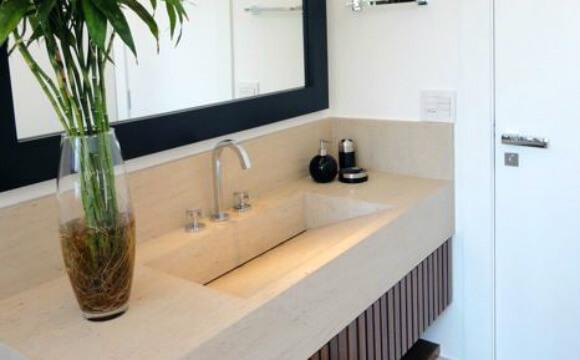 Bancada de banheiro com peça embutida