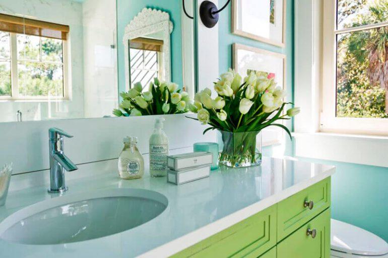 Bancada de banheiro pequeno verde