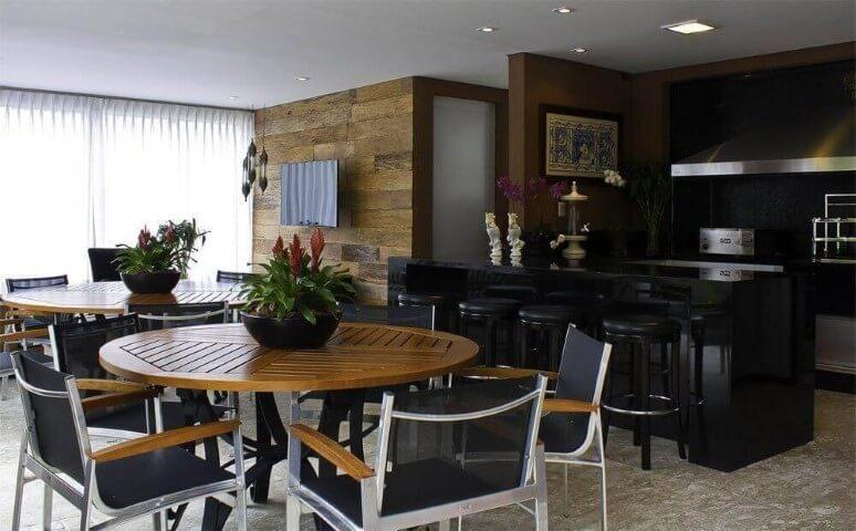 Centro de mesa com plantas em varanda gourmet Projeto de Fabio Morozini