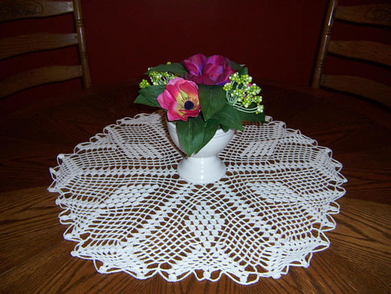 Centro de mesa de crochê branco