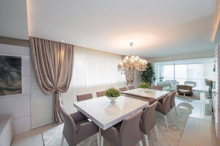 Centro de mesa de jantar com vasos de flores Projeto de Actual Design