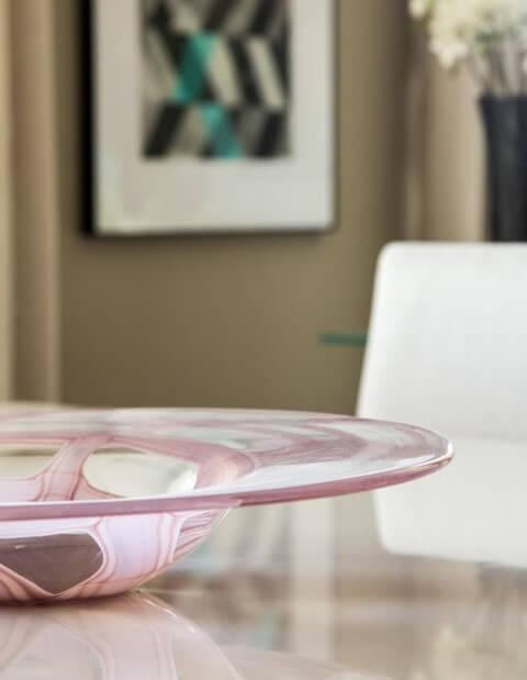 Centro de mesa redondo rosado Projeto de Marilia Veiga