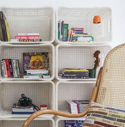 Como fazer nichos com caixotes de feira de plástico