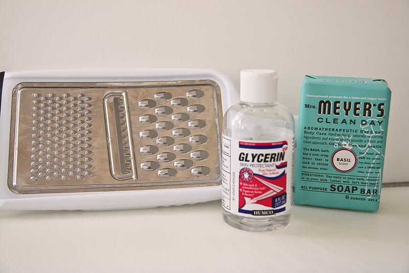 Como fazer sabonete líquido caseiro com glicerina