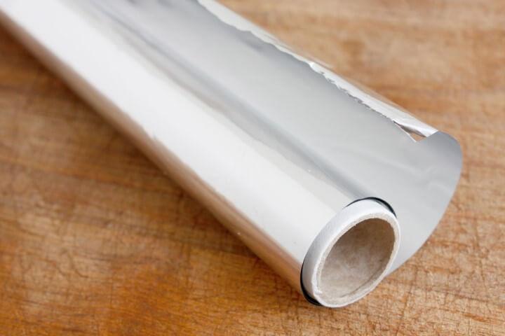 Como limpar prata com papel alumínio