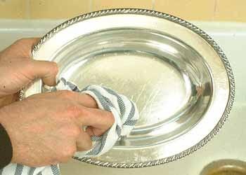 Como limpar prata com pasta de dente e pano de algodão