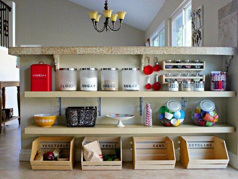 Como organizar uma cozinha pequena com poucos armários
