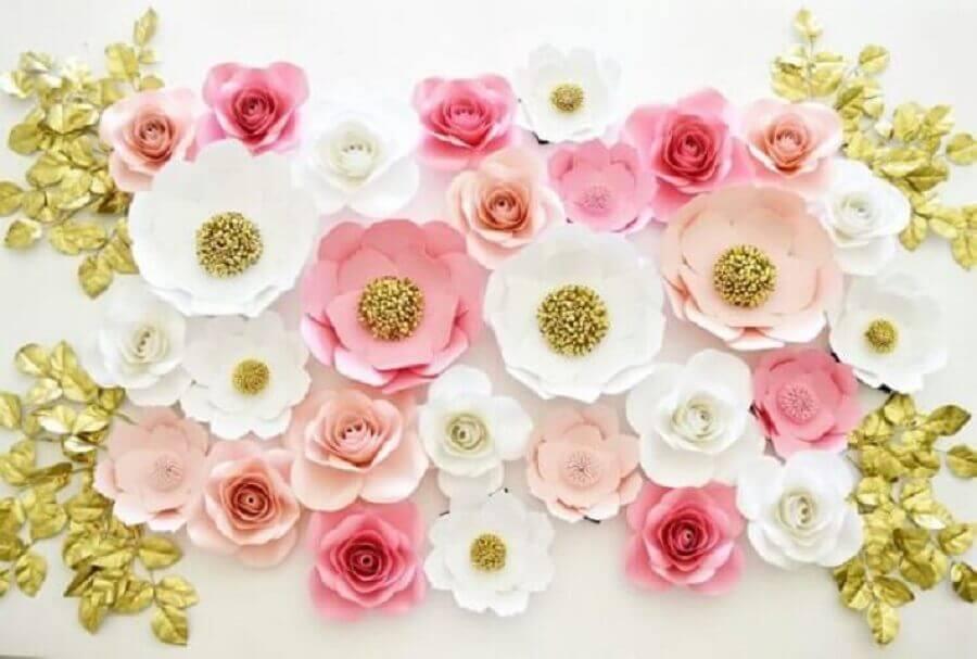 Decoração com flores de papel gigantes