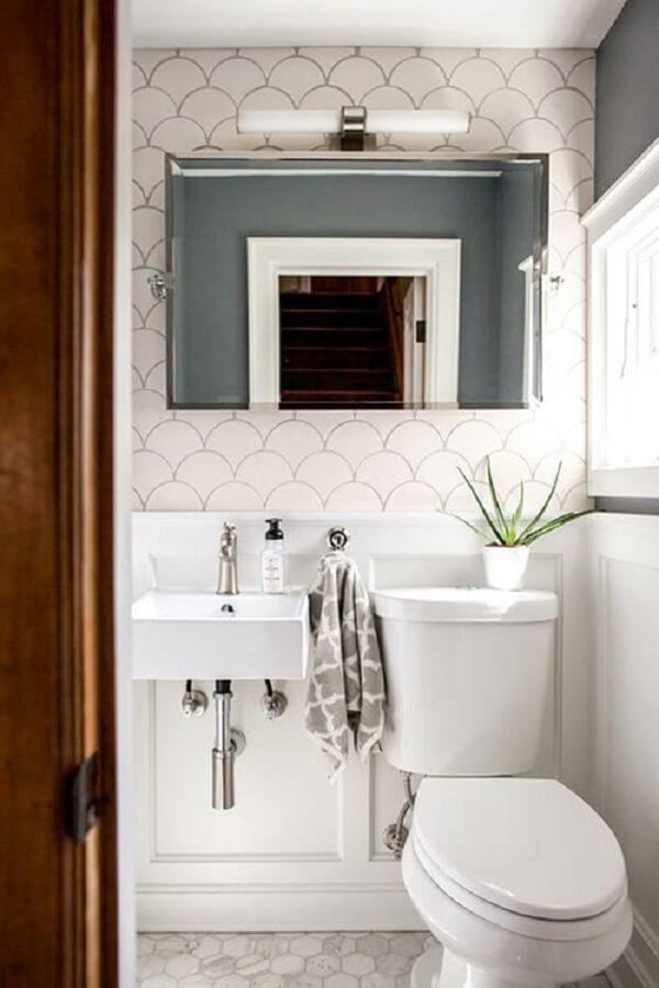 Decoração criativa com azulejo para banheiro em formato de escama de peixe