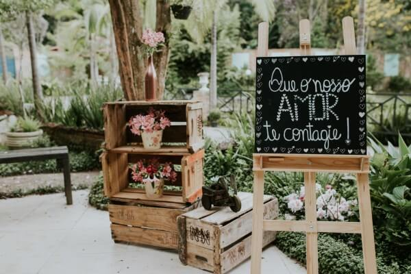 Wedding decoration pictures and pallets