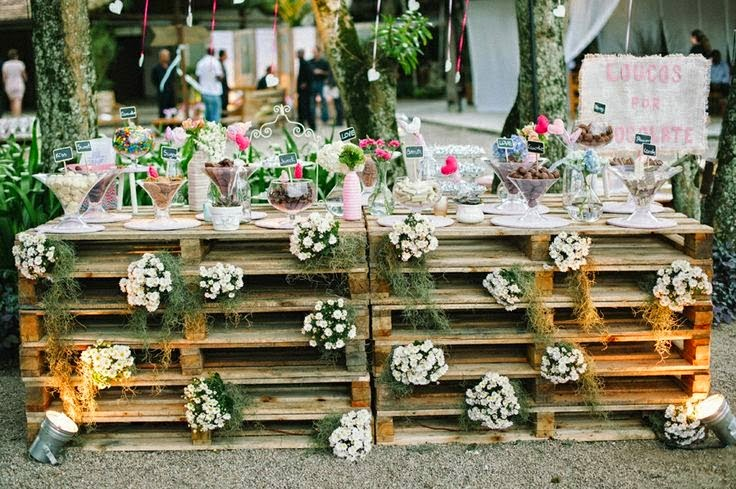 Rustic wedding decoration with pallets