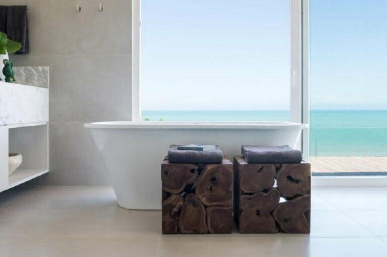 Descubra como escolher o melhor tipo de revestimento para banheiro. Projeto de Renata Matos