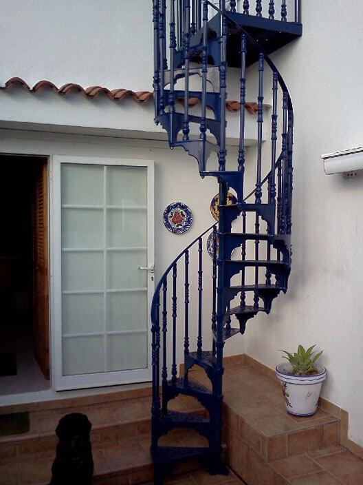 Escada de ferro azul
