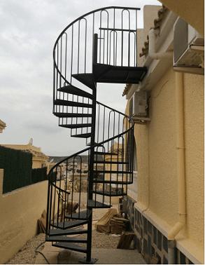 Escada de ferro caracol externa