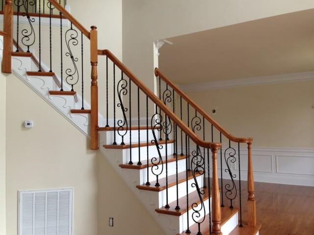 Escada de ferro com guarda-corpo trabalhado
