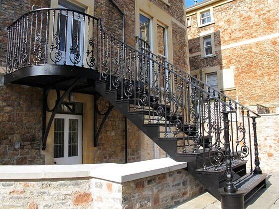 Escada de ferro de entrada