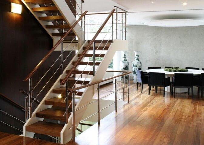 Escada de ferro no porta-corpo Projeto de A1 Arquitetura