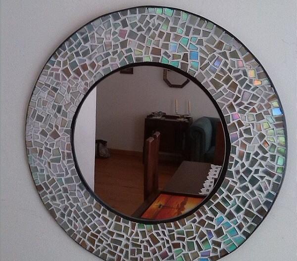 Faça uma linda moldura de espelho a partir do artesanato com CD
