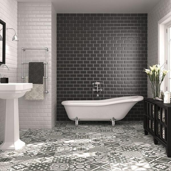 Azulejo para banheiro em tons de branco e cinza chumbo