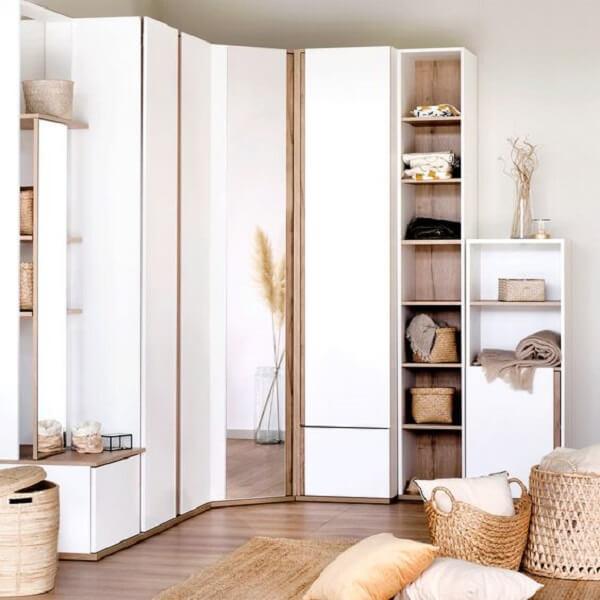 Guarda roupa modulado com vários nichos e portas. Fonte: Pinterest