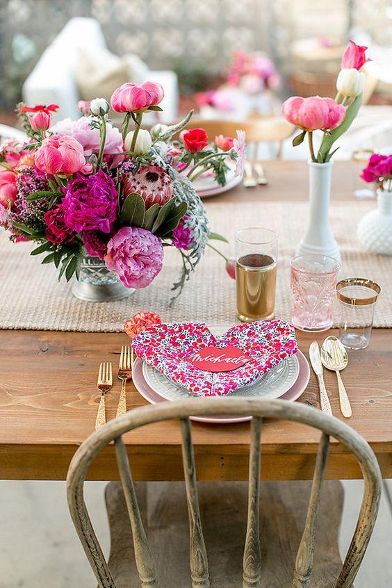 Ideias de jantar romântico e guardanapo estampado