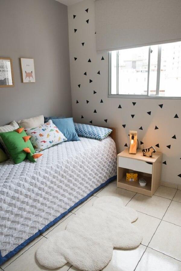 Inove na decoração e aposte no uso de adesivos para parede de quarto. Fonte: M2 Arquitetura