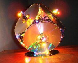 Luminária especial criada por meio do artesanato com CD