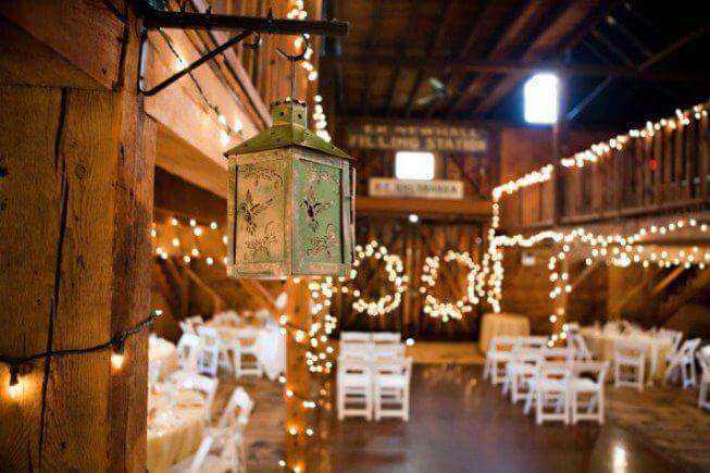 Hanging lights for rustic wedding decoration