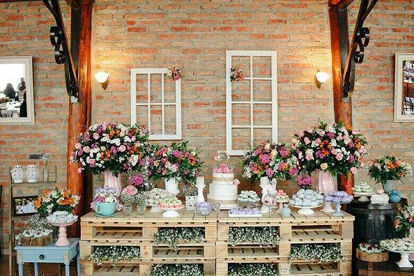 Mesa de bolo para casamento rustico