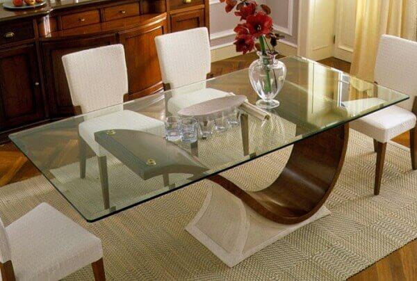 Mesa para sala de jantar com base amadeirada escura