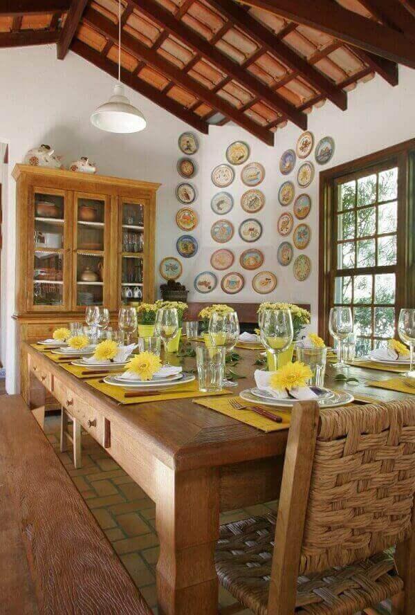 Mesa para sala de jantar em madeira rústica