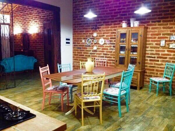 Mesa para sala de jantar envernizada