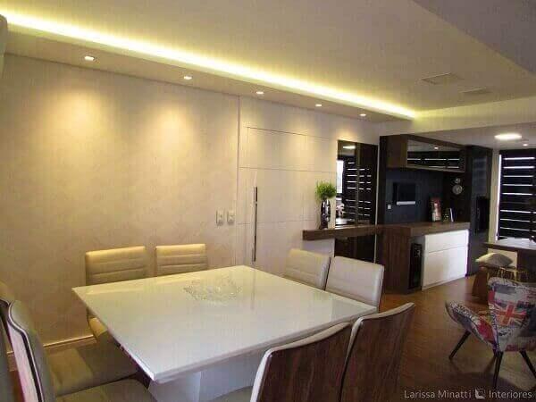 Mesa para sala de jantar na cor branca