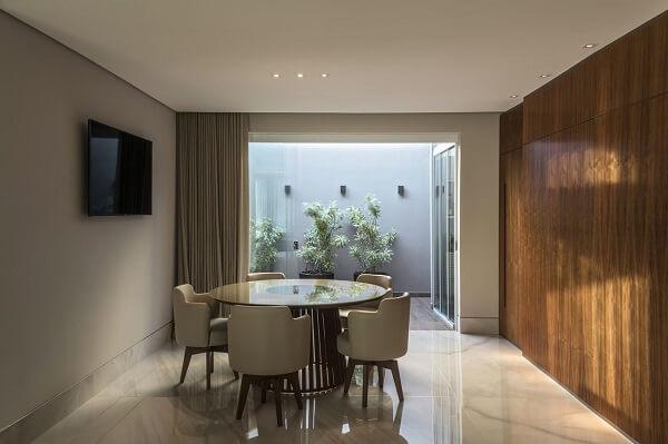 Mesa para sala de jantar pequena de apartamento