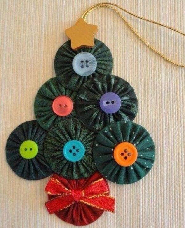 Mini árvore de natal feita com CDs