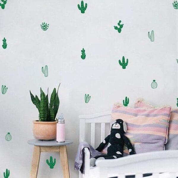 Os cactos como adesivos de parede para quarto transformam a decoração do espaço. Fonte: Pinterest