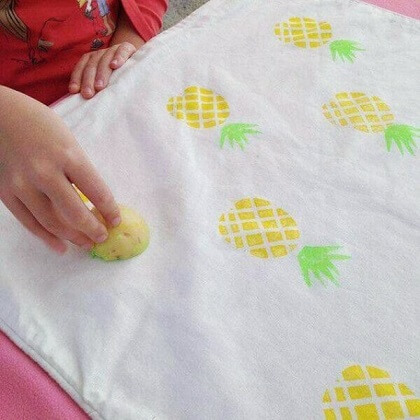 Pintura em tecido com carimbo de abacaxi