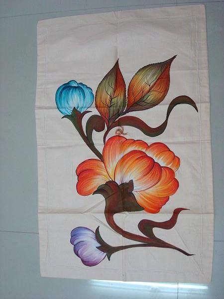 Pintura em tecido com flores grandes