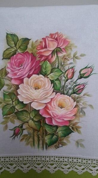 Pintura em tecido com flores rosa