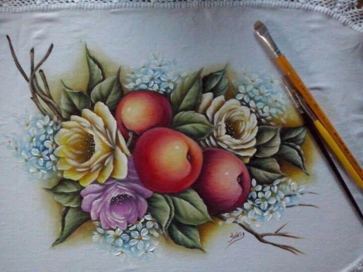 Pintura em tecido com frutas e flores