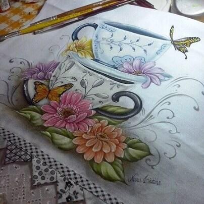 Pintura em tecido com pincéis