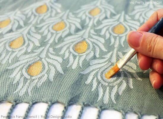 Pintura em tecido com pincel