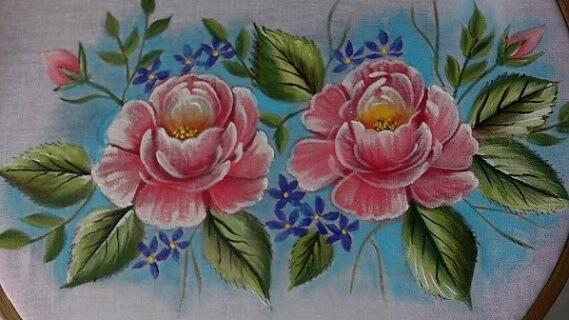Pintura em tecido com rosa cor-de-rosa