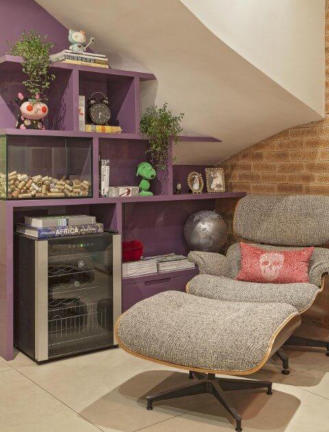 Poltronas para sala de estar Eames cinza Projeto de Amis Arquitetura