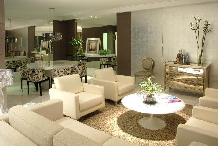Poltronas para sala de estar brancas iguais Projeto de Teresinha Nigri