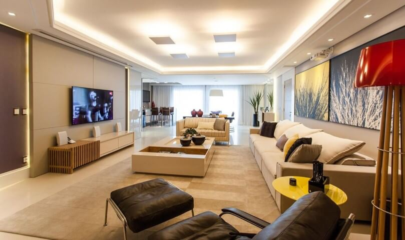 Poltronas para sala de estar com apoio para pés Projeto de Juliana Pippi