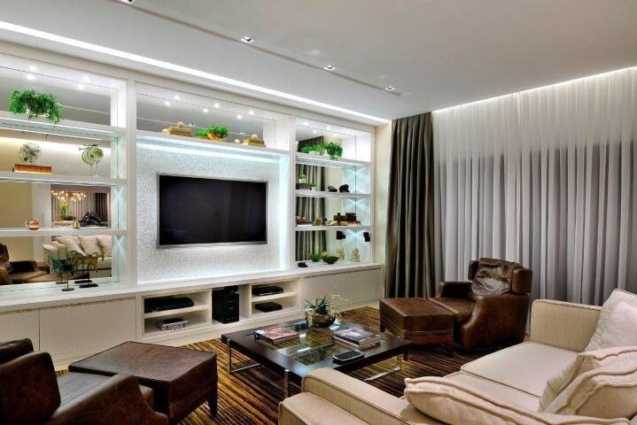 Poltronas para sala de estar de couro Projeto de Quitete Faria