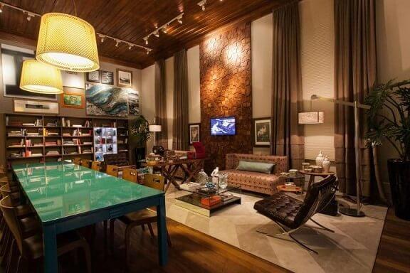 Poltronas para sala de estar estilo Barcelona Projeto de Juliana Pippi