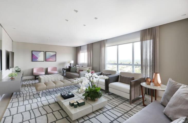 Poltronas para sala de estar rosa Projeto de Karen Pisaca