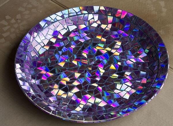 Prato de mosaico feito de artesanato com CD